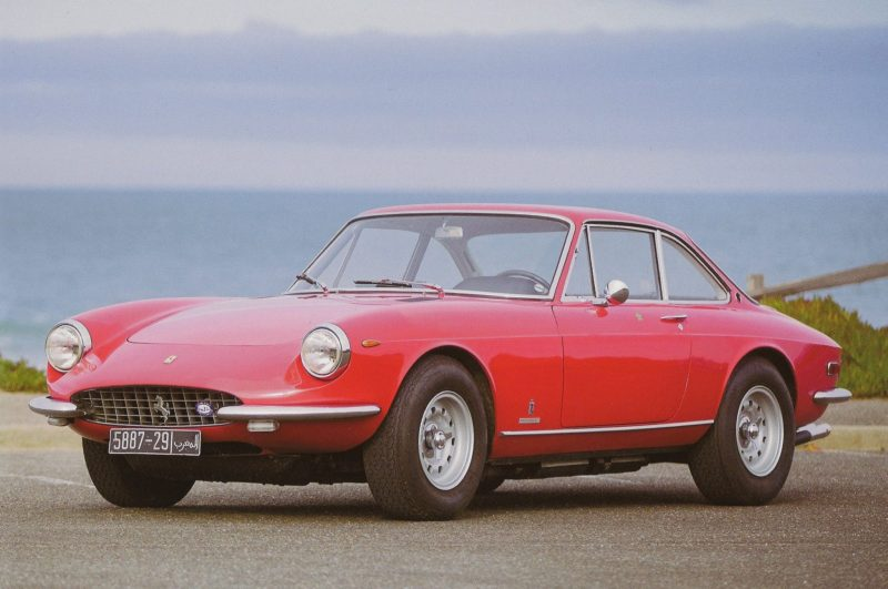 Italian Sports Car Match – Ferrari 365 GT vs. Lamborghini Espada
